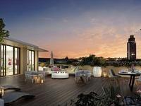 Révélations : Terrasse avec lames de bois donnant vue sur le centre-ville nantais