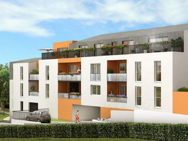 Rive Droite : Immeuble couvert d'un enduit blanc et jaune