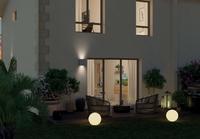 Côté Jardin : Jardin verdoyant agrémenté d'une terrasse et accessible depuis le séjour