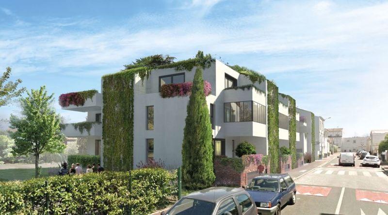 Villa Clématite : Immeuble contemporain couvert de végétation pendante