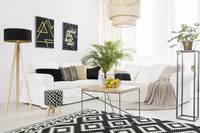 Equation : Séjour contemporain avec peinture blanche et revêtement stratifié