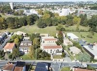 Léona : Vue aérienne de la résidence dans son environnement